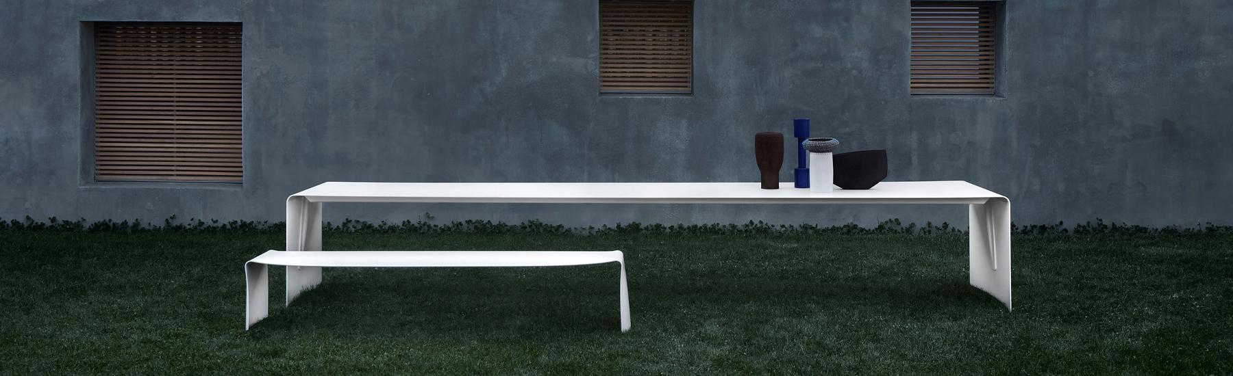 La Grande Outdoor Table