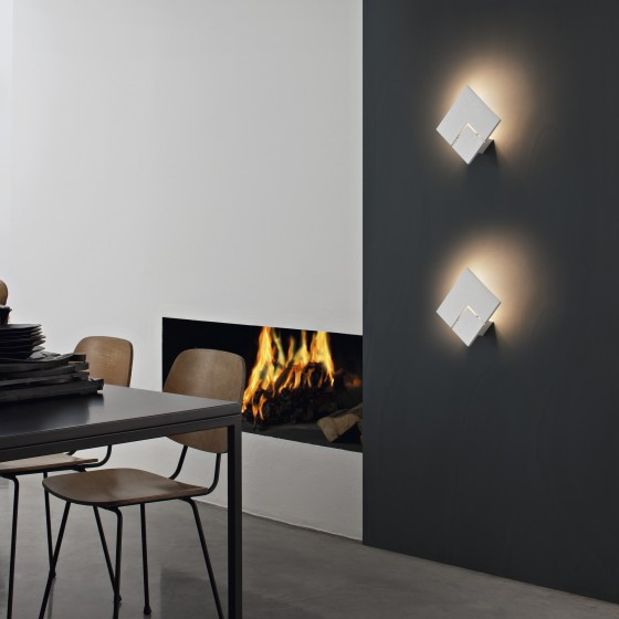 Puzzle Twist Wall Lamp