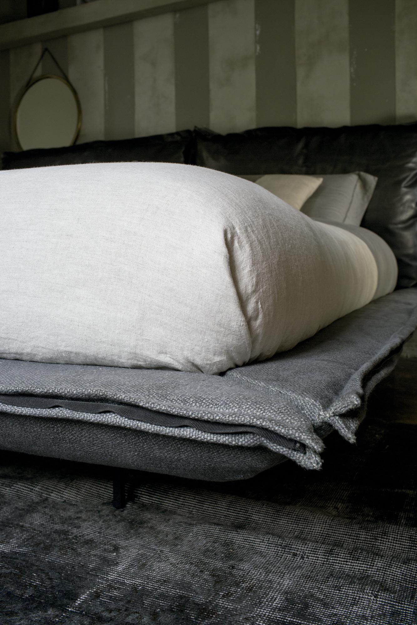 Contemporary Italian Auto Reverse Dream Bed Italian