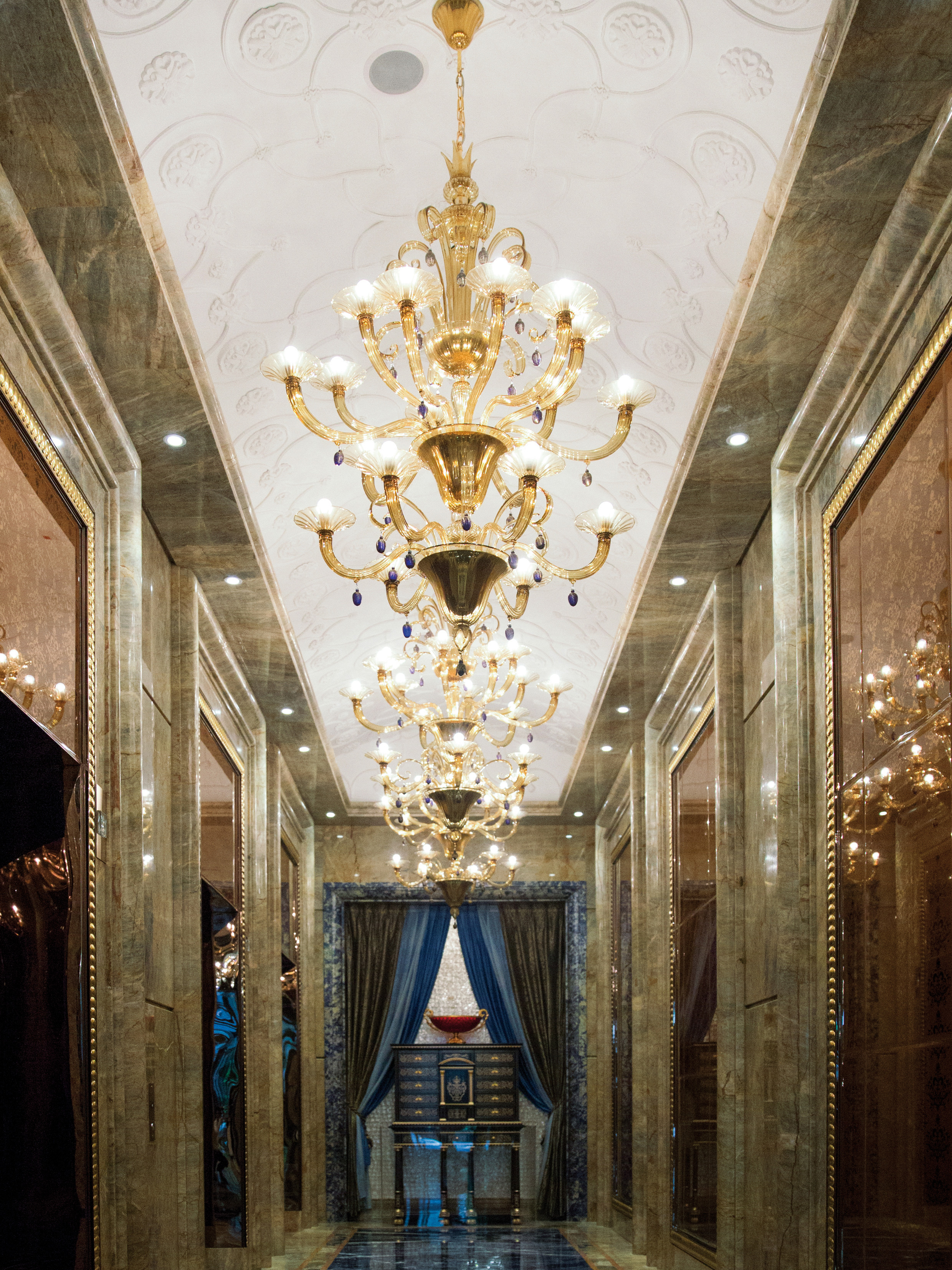 High-end Vittoriale Murano Traditional Chandelier ...